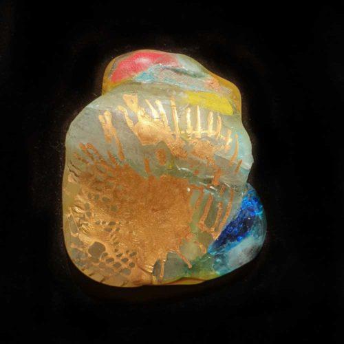 תכשיטי זכוכית מצויירים בזהב